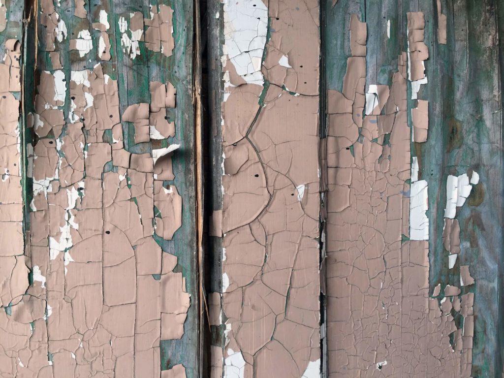 väggfärg som spricker